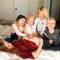 """46864 Джеймс Ван Дер Бик объявил о пятой беременности жены: """"Люди думают, что мы сошли с ума"""""""