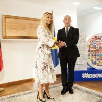 46749 Рита Ора вернулась в родное Косово по случаю десятилетия независимости республики