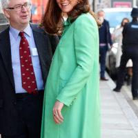 47340 Кейт Миддлтон в пальто цвета сочной мяты на благотворительном симпозиуме в Лондоне