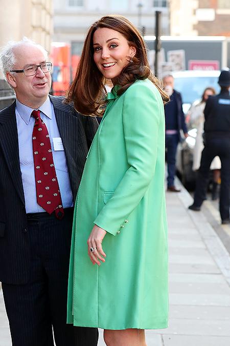 Кейт Миддлтон в пальто цвета сочной мяты на благотворительном симпозиуме в Лондоне