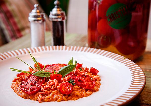 Рецепт ризотто с вялеными томатами от приглашенного редактора Кристиана Лоренцини