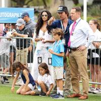47421 В полном составе: Мэттью МакКонахи и Камилла Алвес с детьми на матче по гольфу
