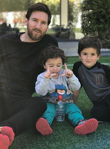 Лионель Месси впервые показал своего третьего сына