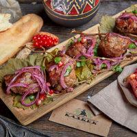 48033 Секреты приготовления и три рецепта идеального грузинского шашлыка - из курицы, семги и ягненка