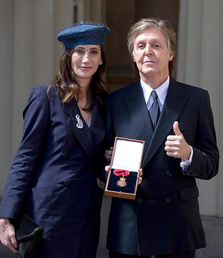 Елизавета II наградила сэра Пола Маккартни Орденом Кавалеров почета