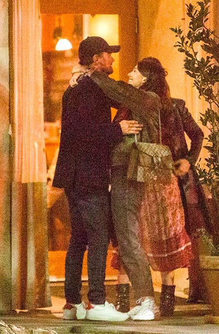 Знакомство с родителями: Леонардо Ди Каприо поужинал с 20-летней возлюбленной и ее матерью