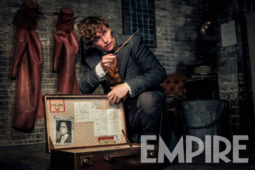 Новое фото: что прячет в чемодане Ньют Скамандер