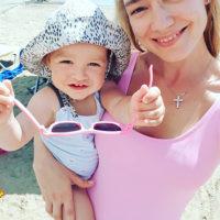 49941 Идиллия на фоне развода: Оксана Акиньшина вместе с мужем и детьми отдыхает в Греции