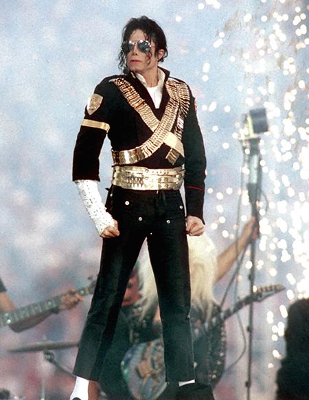 К 60-летию Майкла Джексона: как певец продолжает зарабатывать деньги даже после смерти