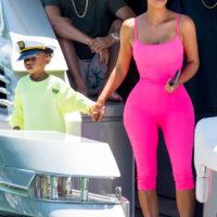 49834 В идеальной форме: Ким Кардашьян с детьми на яхте у берегов Майами