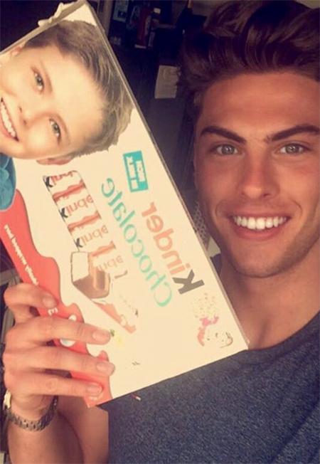 Вы его точно знаете: мальчик из рекламы шоколада вырос и стал звездой Instagram