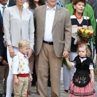 50132 Князь Монако Альбер и княгиня Шарлен с детьми отметили конец лета