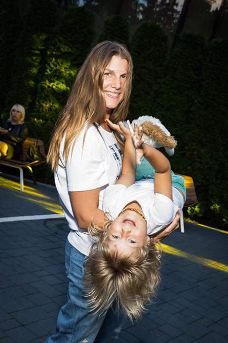 Мария Шалаева, Марьяна Спивак с семьей и другие гости загородной вечеринки Светланы Тегин