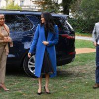 50472 Меган Маркл с принцем Гарри и мамой провела пикник в саду Кенсингтонского дворца в честь выхода своей книги