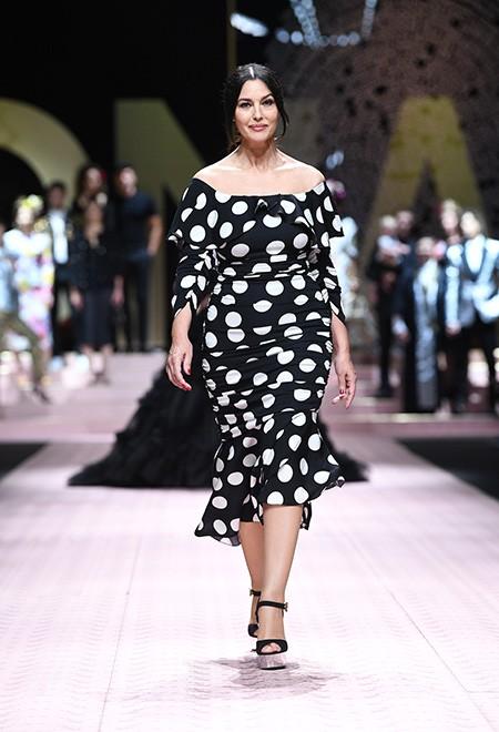 Моника Беллуччи, Карла Бруни, Ева Герцигова приняли участие в показе Dolce&Gabbana