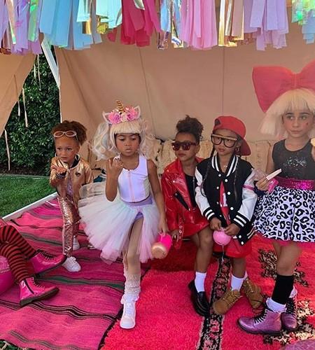 Пятилетняя дочь Ким Кардашьян дебютировала на подиуме