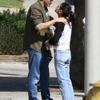 50815 Осенний поцелуй: Мила Кунис и Эштон Катчер не стесняются проявлять чувства на публике