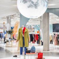 51214 От платья наизнанку до сережек для мыльных пузырей: дайджест fashion-новостей недели