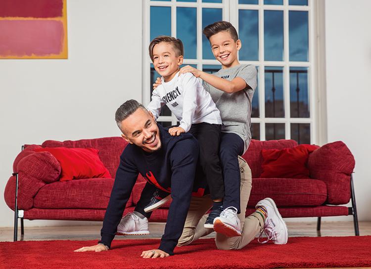 """Тимур Родригез в фотосессии с сыновьями: """"Мы с парнями на одной волне"""""""