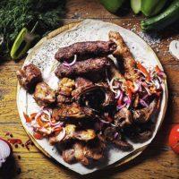 50743 Традиционный шашлык из ягненка и оригинальный - из персика: рецепты от шеф-повара Юрия Косторева