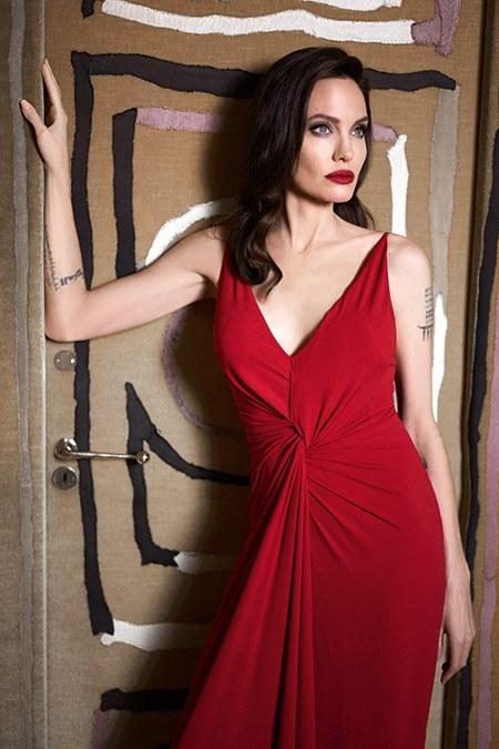 """Анджелина Джоли: """"Изменения к лучшему невозможны без принятия себя такой, какая ты есть"""""""