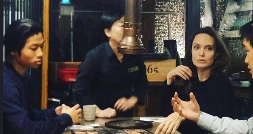 Анджелина Джоли присматривает сыну университет в Сеуле