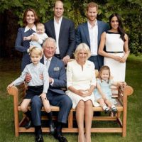 51458 К 70-летию принца Чарльза: новые официальные портреты с Меган Маркл, Кейт Миддлтон, принцем Луи и другими