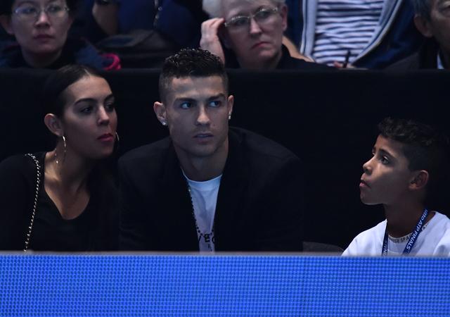 Криштиану Роналду сводил сына на теннисный матч