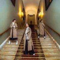 52155 Дочери Ирины Апексимовой и Екатерины Стриженовой в униформе Третьяковки: как мода проникает в московские музеи
