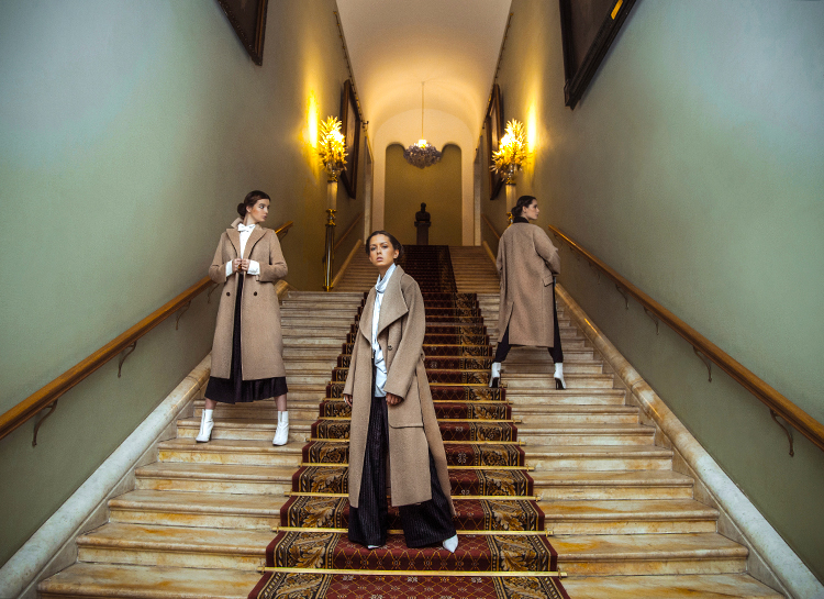 Дочери Ирины Апексимовой и Екатерины Стриженовой в униформе Третьяковки: как мода проникает в московские музеи