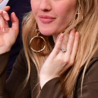 52024 Элли Голдинг раскрыла любопытный факт о своем помолвочном кольце