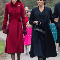 52221 Кейт Миддлтон, Меган Маркл и другие члены королевской семьи на рождественской службе в Сандрингеме