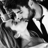 52239 Майли Сайрус и Лиам Хемсворт опубликовали фотографии со своей тайной свадьбы