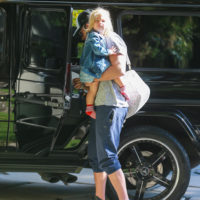 52018 Пока мама на работе: Брэдли Купер с дочерью Леей по дороге в детский сад