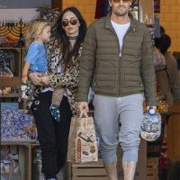 51797 Редкий выход: Меган Фокс и Брайан Остин Грин с младшим сыном на прогулке в Лос-Анджелесе