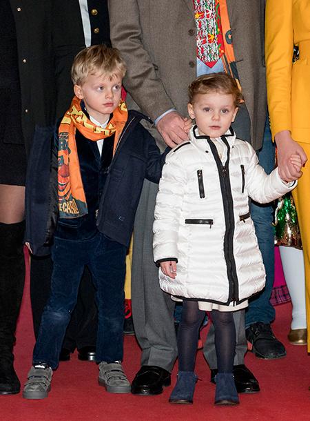 Дети князя Монако Альбера и княгини Шарлен на цирковом фестивале в Монте-Карло