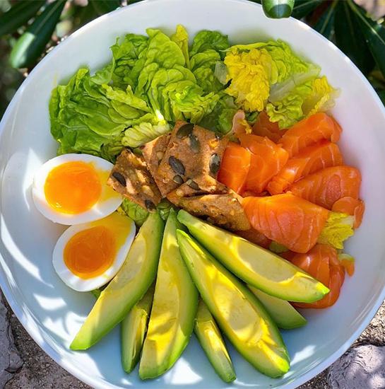 Рецепт полезного весеннего салата от Вероники Белоцерковский, который сводит с ума ее подруг