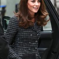 52900 Все оттенки серого: Кейт Миддлтон и королева Елизавета вышли в свет в похожих образах