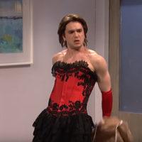 55093 Без бороды и одежды: Кит Харингтон станцевал стриптиз в эфире телешоу