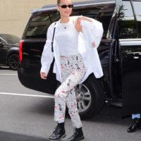 55560 Дакота Джонсон, Сирша Ронан, Леди Гага и Белла Хадид: кто уже приехал в Нью-Йорк на Met Gala 2019