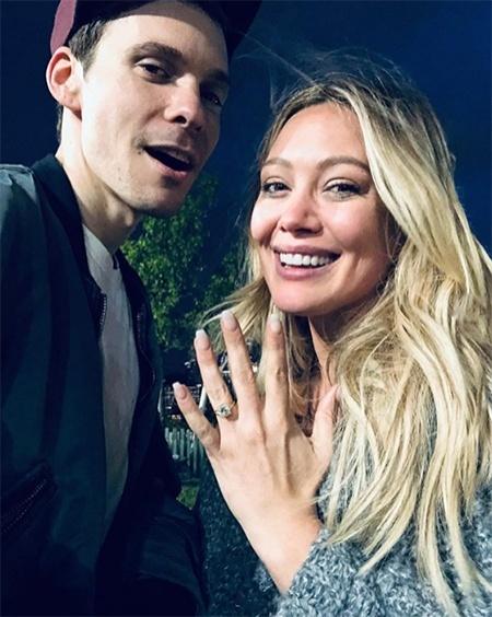 Хилари Дафф объявила о помолвке с Мэттью Кома: фото кольца