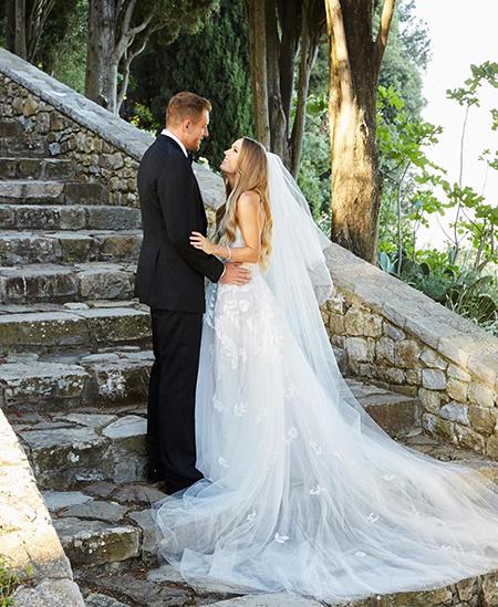 Теннисистка Каролина Возняцки поделилась первыми фото со своей свадьбы