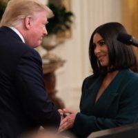 56235 Вторая встреча Ким Кардашьян и Дональда Трампа в Белом доме: как это было