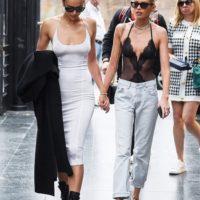 56250 Женская дружба: Ирина Шейк и Стелла Максвелл на прогулке по Флоренции