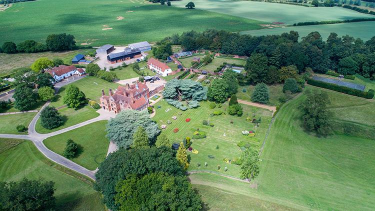 На зависть Меган Маркл и принцу Гарри: как выглядит роскошный дом Джейми Оливера в Эссексе