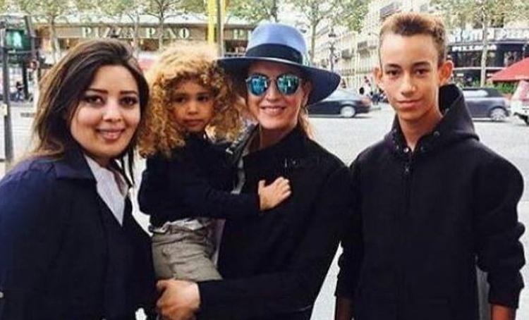Первое появление после развода с королем Марокко: принцесса Лалла Сальма отдыхает с сыном-кронпринцем в Греции