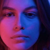 """56857 Впервые в клипе: Кайя Гербер снялась в музыкальном видео на песню """"Burnout"""""""