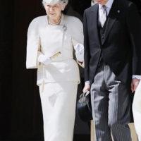 57121 Бывшая императрица Японии Митико борется с онкологией