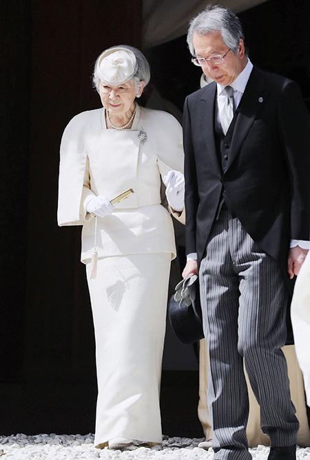 Бывшая императрица Японии Митико борется с онкологией