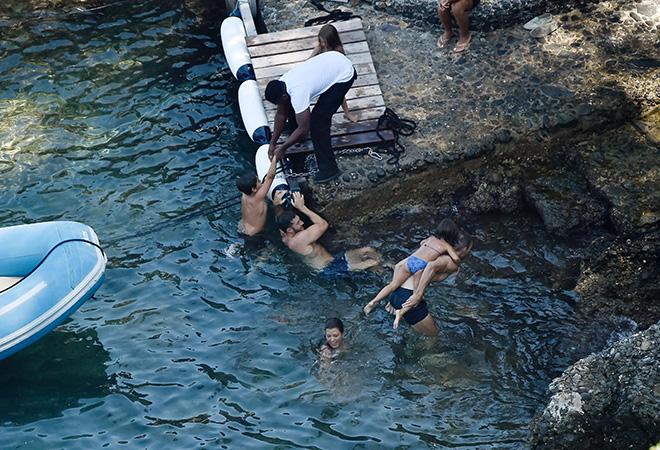 Итальянские каникулы: Кортни Кардашьян с детьми на пляже в Портофино